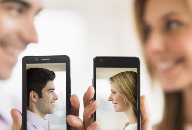 Nhờ có dịch vụ hẹn hò qua mạng, ngày càng có nhiều người tìm được nhiều đối tác hơn. Ảnh: Charista.