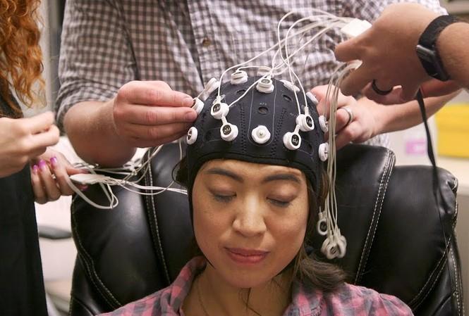 Nghiên cứu kích điện não được quân đội Mỹ tài trợ. Ảnh: NPR.