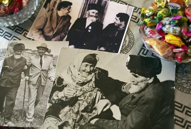 Cụ Shirali Muslumov thọ 168 tuổi (người đội mũ, có râu). Ảnh: Kamilla Rzayeva.