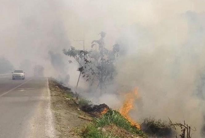 Nhiều tỉnh thành của Thái Lan cấm hoạt động đốt ngoài trời như thế này. Ảnh: Chiang Rai Times.