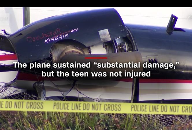 Chiếc King Air 200 bị hư hại sau khi đâm vào hàng rào sân bay. Ảnh: CNN.