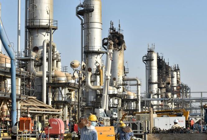 Giá dầu thô Brent đã lên tới 70 USD/thùng sau khi Iran không kích 2 căn cứ quân sự của Mỹ ở Iraq. Ảnh: Getty.