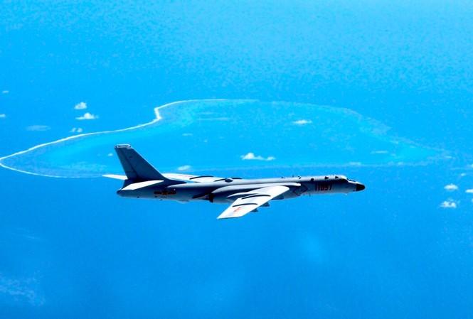 Trung Quốc điều máy bay ném bom H-6K ra tuần tra trên biển Đông. Ảnh: Xinhua.