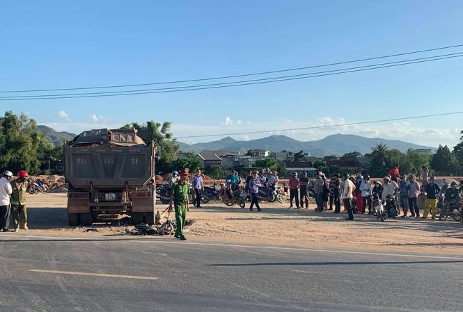 Vụ tai nạn khiến 2 người trên xe máy tử vong tại chỗ.