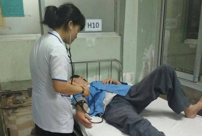 Ông Trần Đình Sang bị đánh phải nằm viện để điều trị.