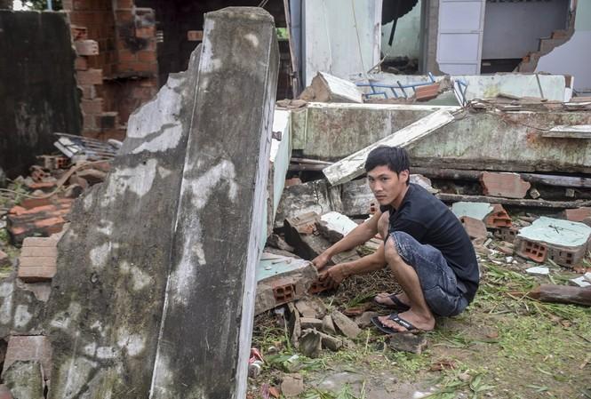 Tỉnh Bình Định có 71 nhà sập, 5.652 nhà bị tốc mái, hư hỏng...do bão số 9 gây ra.