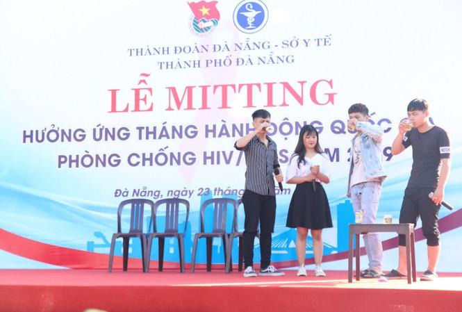 Thành đoàn Đà Nẵng tổ chức Lễ mít tinh hưởng ứng Tháng hành động quốc gia phòng, chống HIV/AIDS với sự tham gia của hơn 1000 đoàn viên thanh niên