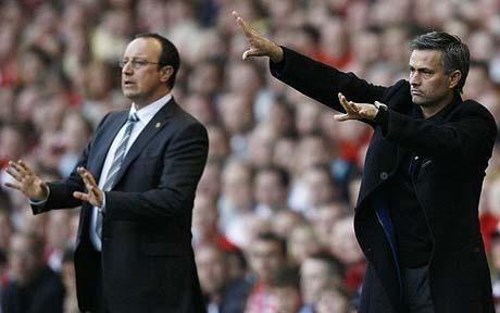 Mourinho đáp trả lại vợ chồng Benitez.