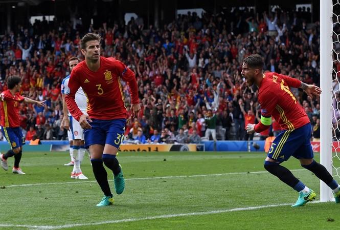 Gerard Pique mang chiến thắng về cho Tây Ban Nha. (Nguồn: Getty Images)