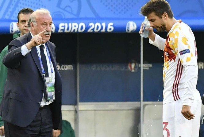 HLV Del Bosque thất vọng khi Tây Ban Nha thua 1-2 trước Croatia.