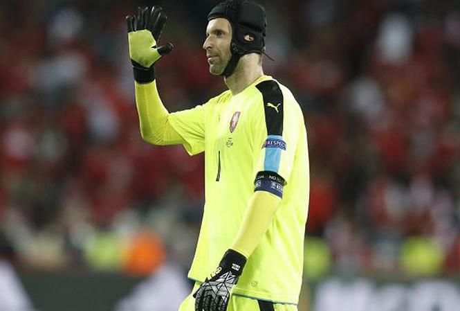 Petr Cech tính giã từ ĐT CH Czech.