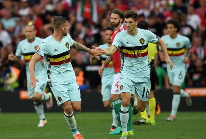 Các cầu thủ Bỉ ăn mừng bàn mở tỷ số.