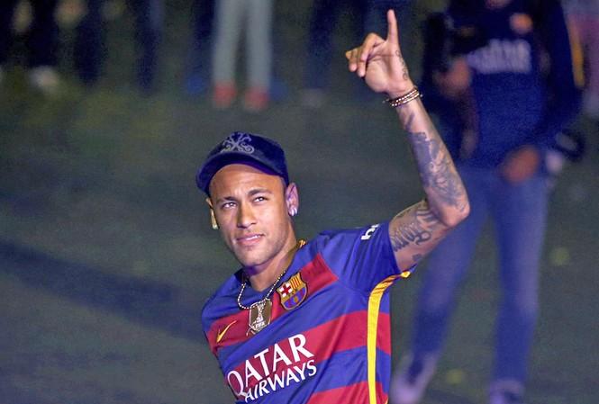 Neymar đã từ chối mức lương quá hấp dẫn ở PSG để ở lại với Barcelona.