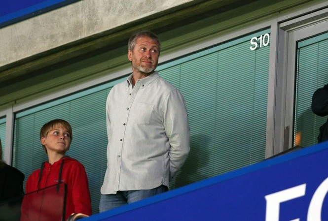 Tỷ phú Abramovich rất thất vọng khi Chelsea để thua Liverpool.