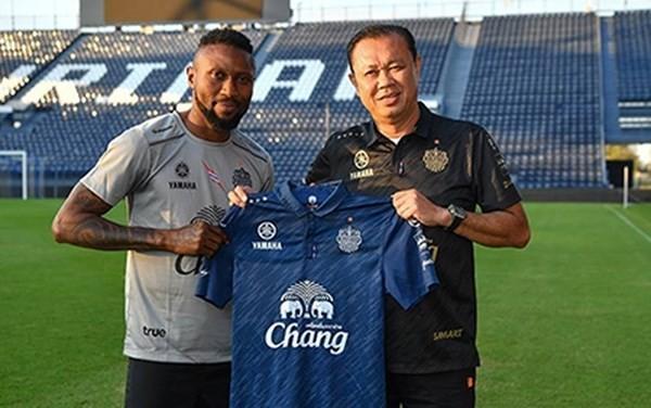 Hoàng Vũ Samson chia tay CLB Buriram United chỉ sau 2 trận đấu.