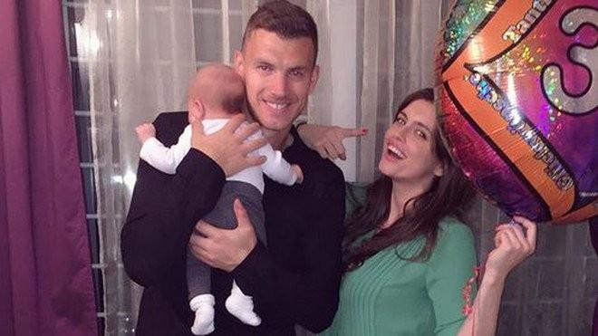 Edin Dzeko không thể rời AS Roma hồi tháng 1 vừa qua vì 2 người phụ nữ.