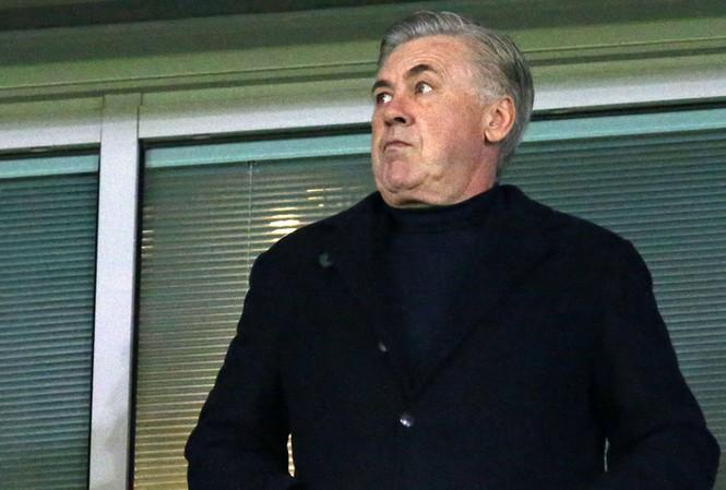 """Carlo Ancelotti sẵn sàng ngồi vào """"ghế nóng"""" ở Arsenal mùa tới."""