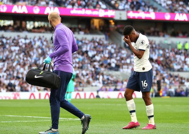 Walker-Peters dính chấn thương trong trận thua Newcastle.