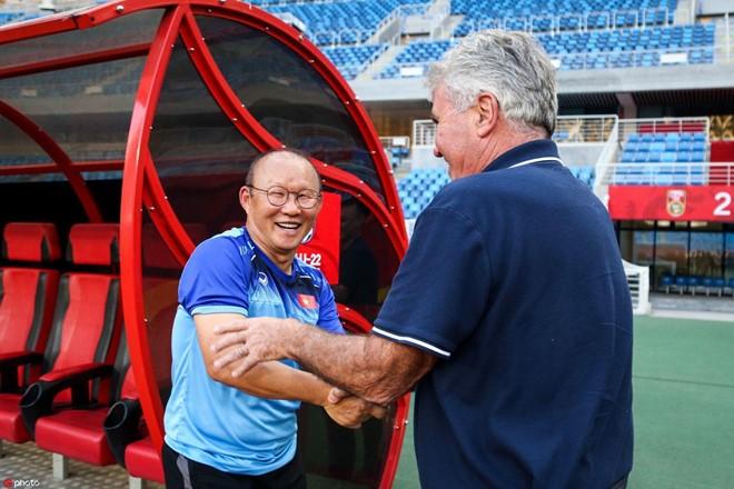 HLV Park Hang-seo và HLV Guus Hidink vừa đối đầu nhau trong 1 trận giao hữu tại Trung Quốc.