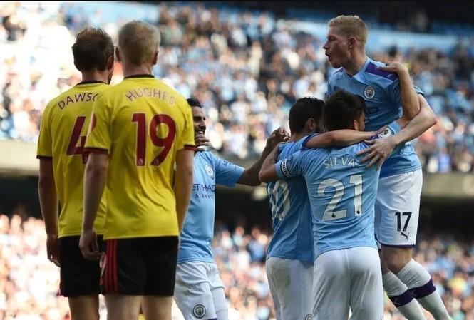 Man City ăn mừng chiến thắng hủy diệt trước Watford.