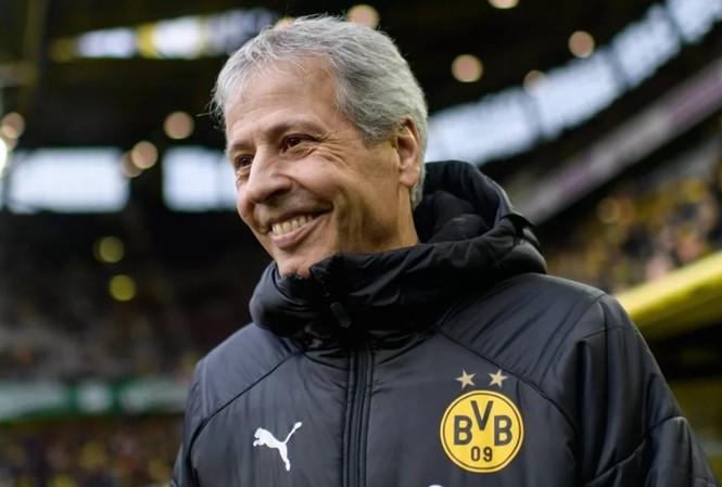 HLV Lucien Favre của Dortmund.