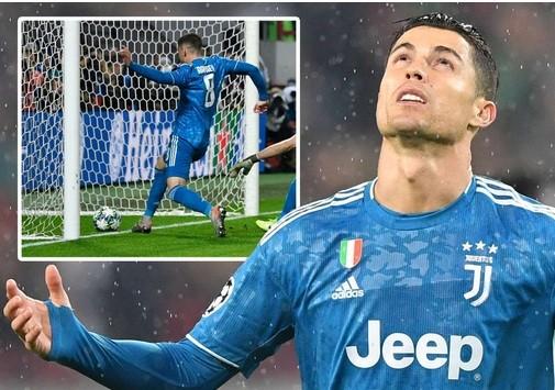 """Tình huống Aaron Ramsey """"cướp"""" bàn thắng củ Cristiano Ronaldo."""