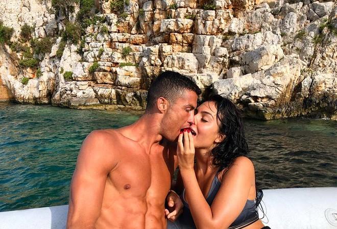 Cristiano Ronaldo và Georgina Rodriguez đã bí mật làm đám cưới cách đây hơn 3 tháng?