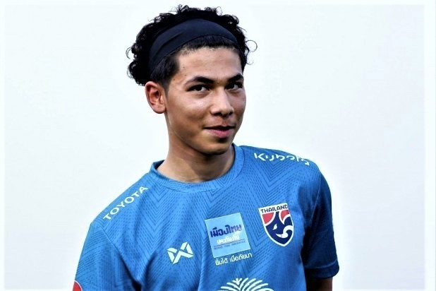 Benjamin Davis trong màu áo đội U22 Thái Lan.