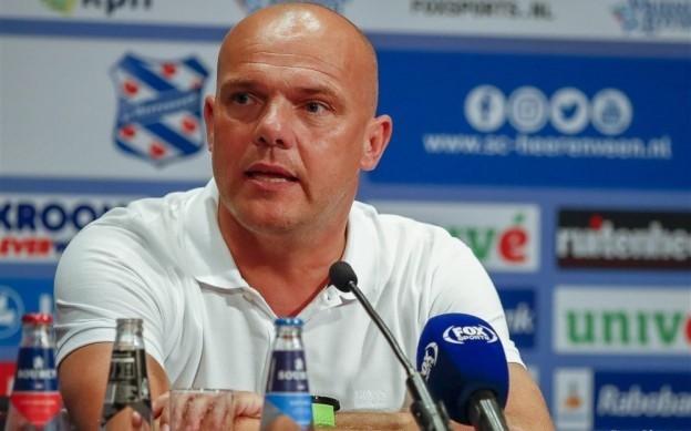 HLV Johnny Jansen của SC Heerenveen.