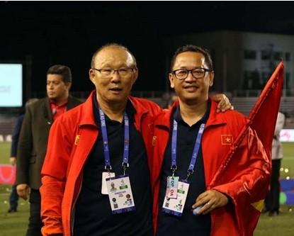 HLV Park Hang-seo và trợ lý Lê Huy Khoa.