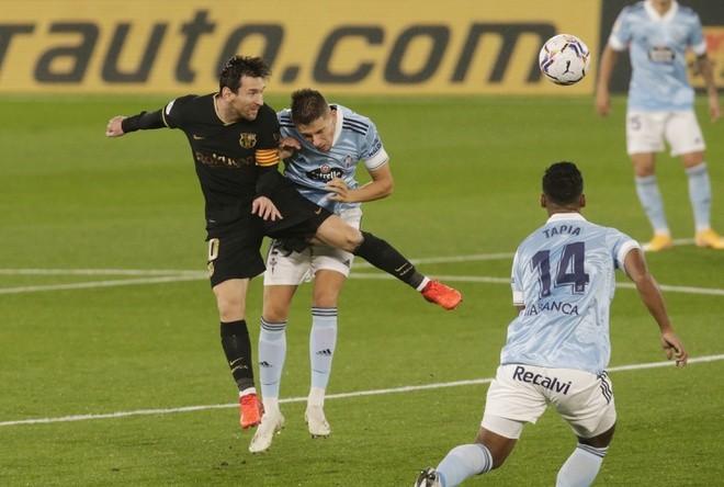Celta Vigo bất lực trong việc kèm cặp Lionel Messi.