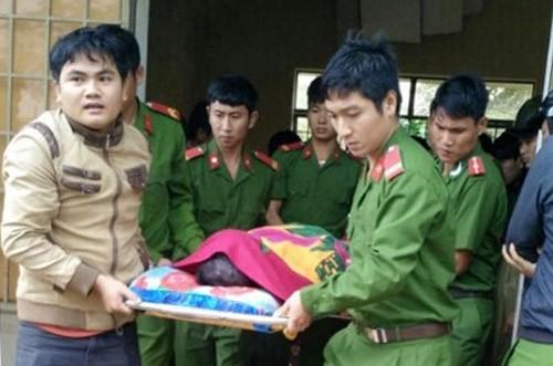 Thi thể thiếu úy Vũ Văn Nam được cơ quan chức năng bàn giao cho đình. Ảnh: Báo Đăk Nông
