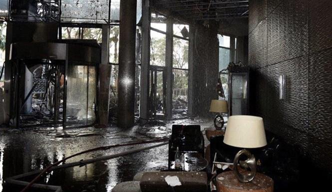Hình ảnh tan hoang bên trong siêu khách sạn 63 tầng cháy rụi đêm giao thừa ở Dubai.