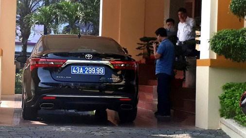 """Xe Toyota Avalon Limited 43A-299.99 đã được Thành ủy Đà Nẵng trả lại cho doanh nghiệp liên quan đến Phan Văn Anh Vũ (Vũ """"nhôm""""). Ảnh: Nguyễn Thành"""