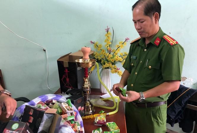 Lực lượng chức năng kiểm kê số hàng không rõ nguồn gốc xuất xứ được nhập từ Trung Quốc về.
