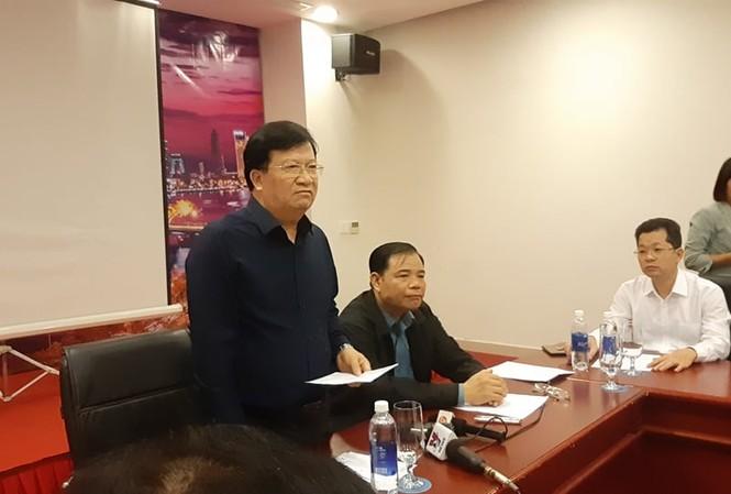 Phó thủ tướng Trịnh Đình Dũng họp Ban chỉ đạo tiền phương ứng phó với bão số 9.