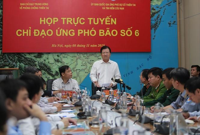 Phó Thủ tướng Trịnh Đình Dũng yêu cầu các địa phương chủ động cấm biển, sơ tán dân khỏi khu vực nguy hiểm, cho học sinh nghỉ học để ứng phó với bão.