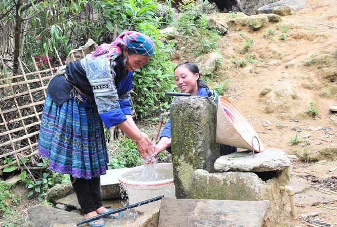 Hiện nhiều người dân ở khu vực vùng núi còn gặp khó khăn về nước sạch sinh hoạt