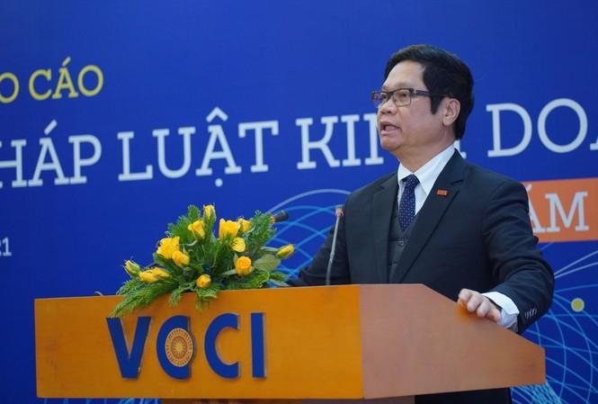 Chủ tịch VCCI Vũ Tiến Lộc cho rằng, vẫn còn thấp thoáng tư duy, cách làm cũ trong những van bản pháp luật về kinh doanh mới ban hành.