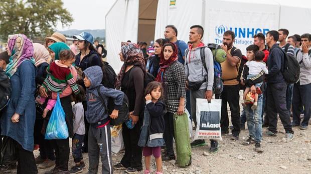 IS cảnh báo những người tị nạn Syria đang mạo hiểm sinh mạng của con cái khi di cư đến châu Âu