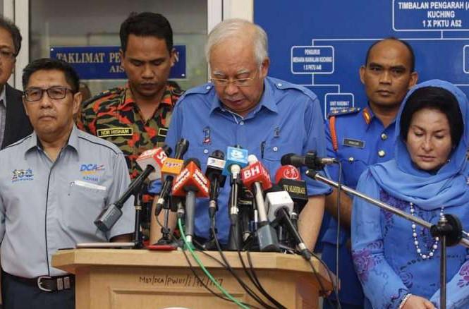 Thủ tướng Malaysia Najib Razak tại cuộc họp báo ở sân bay Quốc tế Kuching