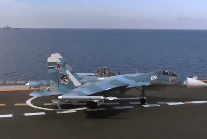 Chiến đấu cơ Su-33 trên tàu sân bay Đô đốc Kuznetsov