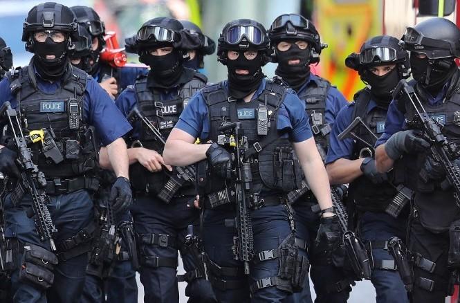 Lực lượng có vũ trang tuần tra gần nơi xảy ra vụ khủng bố ở London.