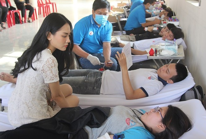 Người đẹp Nhân ái Huỳnh Nguyễn Mai Phương tham gia Chủ nhật Đỏ tại Đồng Nai