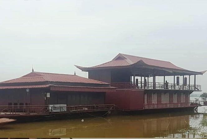 Các công trình nhà hàng vẫn tồn tại trái phép trên sông Hồng thuộc địa phận Hoàn Kiếm
