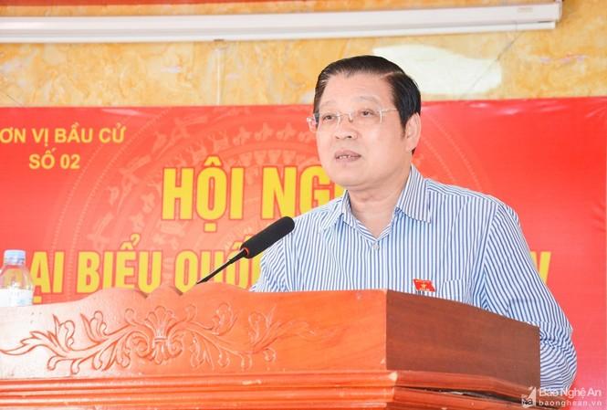 Đồng chí Phan Đình Trạc phát biểu tại buổi tiếp xúc cử tri