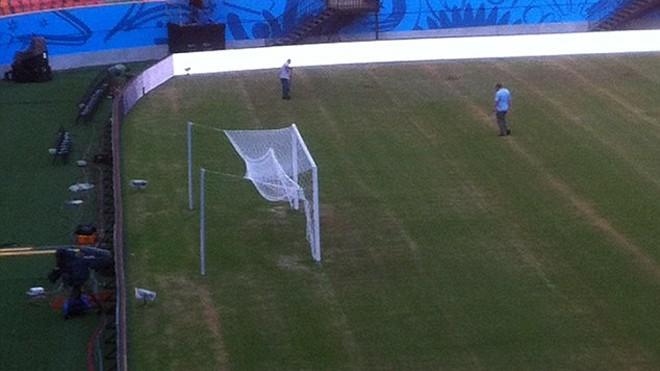 Sân Arena da Amazonia không đảm bảo chất lượng cho cuộc so tài đỉnh cao giữa Anh và Italy.