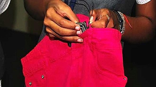 Phụ nữ Ấn Độ thiết kế quần jeans chống… hiếp dâm