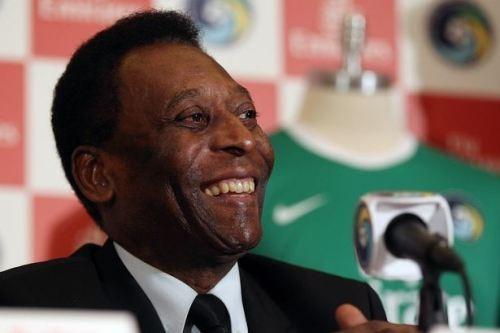 Pele phải nhập viện ở Sao Paolo để làm phẫu thuật. (Ảnh: The Mirror)