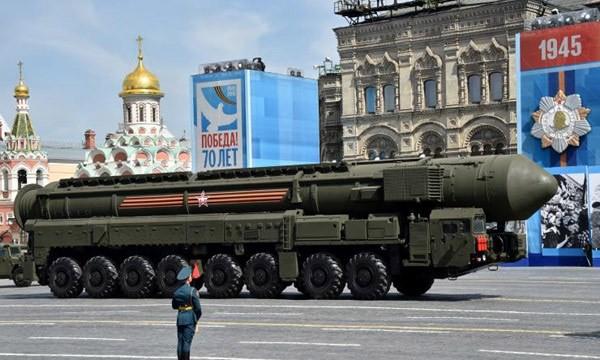 Tổ hợp tên lửa đạn đạo yars-24 trong cuộc duyệt binh trên Quảng trường Đỏ.